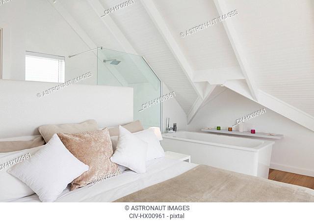 Vaulted ceiling over bedroom with en suite bathroom