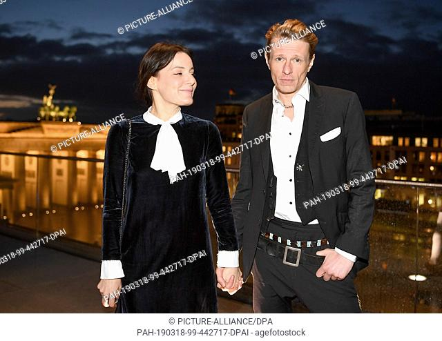 18 March 2019, Berlin: The actors Nicolette Krebitz (l) and Alexander Scheer hold hands at the pre-reception of the Berlin Art Prize 2019 at the Akademie die...