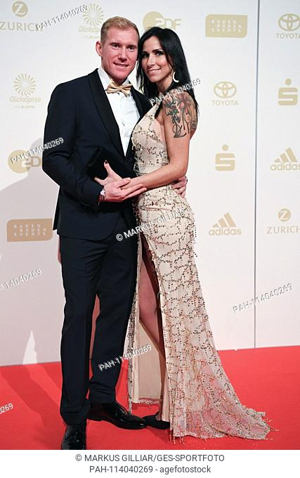 Arthur Abele (Tenka, l.) With Mrs. Susann. GES / Sports General / Sportsman of the Year 2018, 16.12.2017 Sport: German Award Sportspersonality of the Year