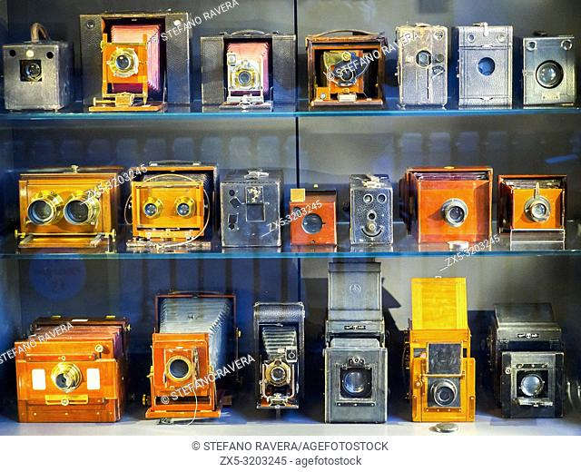 Vintage cameras - Victoria and Albert Museum - London, England