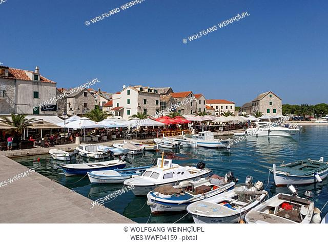 Croatia, Dalmatia, Primosten, harbour, fishing boats, restaurants