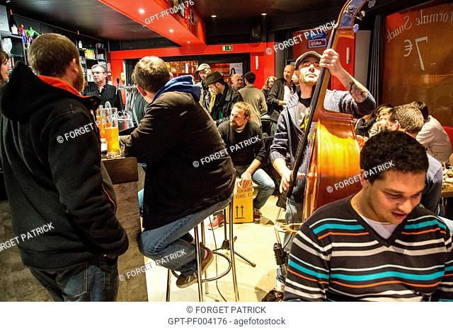MUSIC BAND LES MEGOTS, PARTY ATMOSPHERE, NIGHT BAR, SO CAFE, RUGLES, (27) EURE, FRANCE