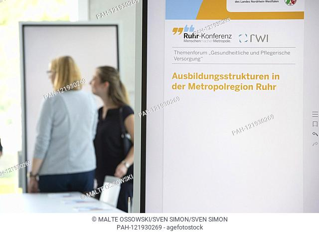 Topic panel, discussion board, feature, border motif, symbol photo, Ruhr conference, theme forum, AûPotentials of the metropolitan area for health and care use