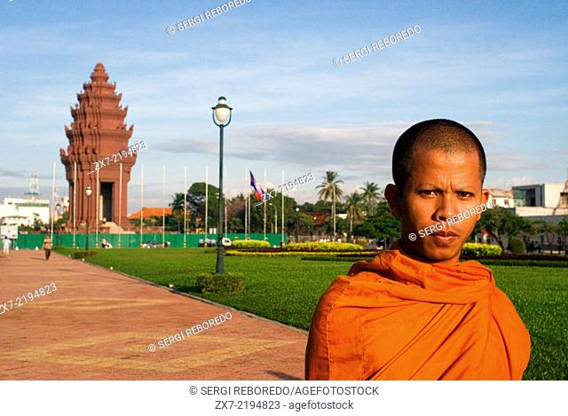 Monk at Independence monument in Phnom Penh, Cambodia, Asia. The Independence Monument, in Phnom Penh, capital of Cambodia