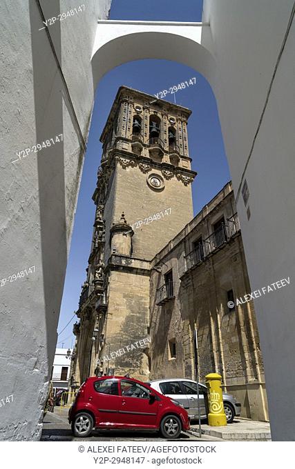Basílica de Santa María de la Asunción in Arcos de la Frontera, one of small white towns of Andalusia, Spain