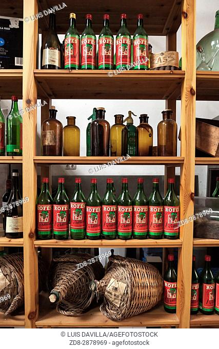 Rofes vermouth was created in 1890 Marcellin Rofes Sancho, driving one of the best known brands in the world of vermouth
