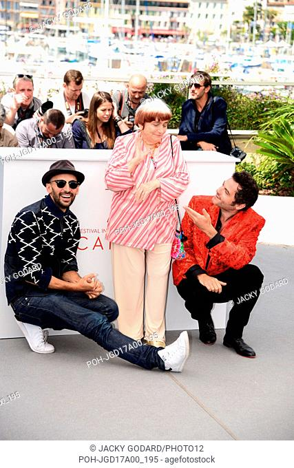 """Photocall of the film """"""""Visages, villages"""""""" JR, Agnès Varda and Matthieu Chedid 70th Cannes Film Festival May 19, 2017 Photo Jacky Godard"""