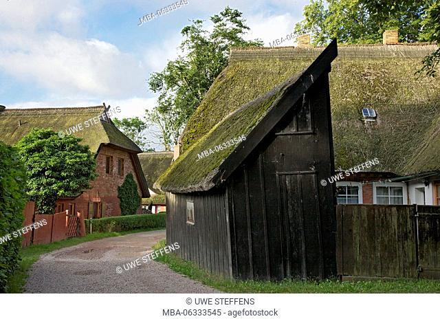 Old fishing house with inner courtyard in the Bernhard-Seitz-Weg (street) in Ahrenshoop-Althagen on the peninsula Fischland