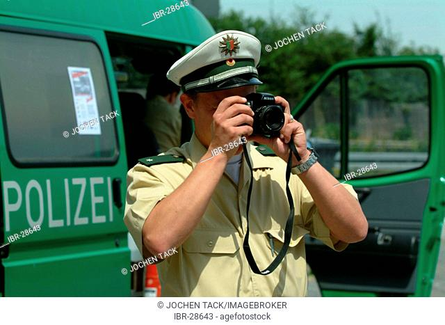 DEU, Germany, NRW: Controll of trucks at the highway A4 near Cologne. The police officers check the security of the cargo, the saftey of the trucks and drivers