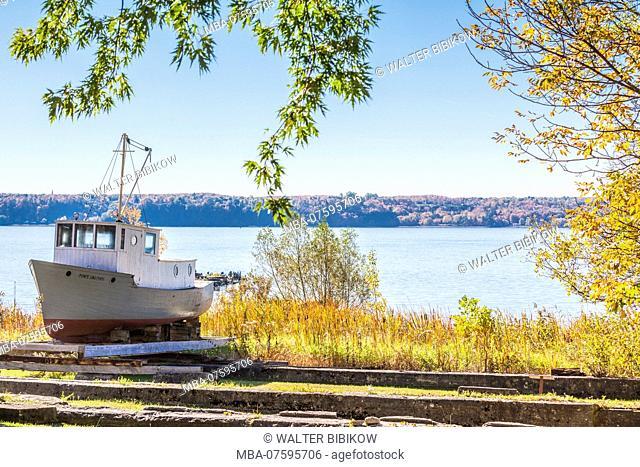Canada, Quebec, Ile d'Orleans, Saint-Laurent, fishing boat