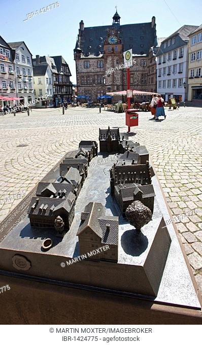 Copper model of the marketplace, market square with restaurants, the historic town hall in the back, old town of Marburg, Hesse, Germany, Europe