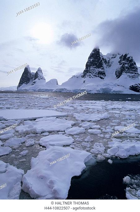Antarctic, Antarctic, Antarctic Ocean, cruise, Lemaire channel, coast, mountains, sea, ice, floes, mountain points, sc