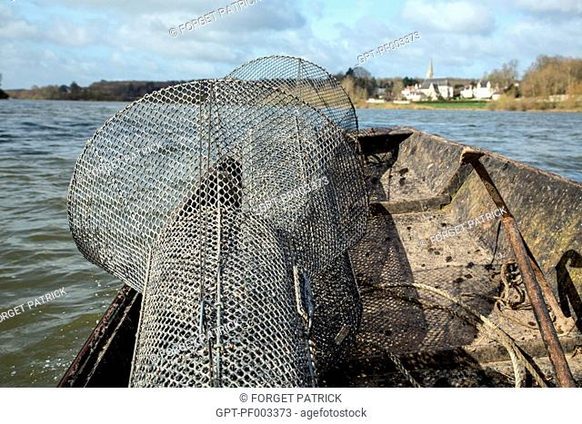 NET TRAPS FOR EEL FISHING ON THE LOIRE BETWEEN MONTLIVAULT AND COUR-SUR-LOIRE, (41) LOIR-ET-CHER, FRANCE