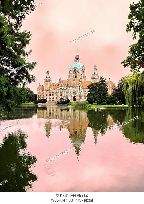 Germany, Hanover, New town hall with Maschteich, pink evening mood