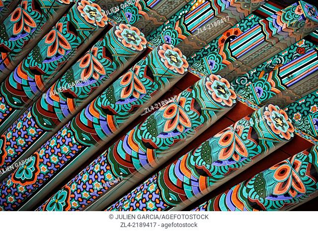Detail of a colourful wooden roof at the buddhist temple of Haeinsa. South Korea, South Gyeongsang Province (Gyeongsangnam-do), Gayasan