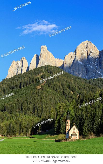 The Church of Ranui and the Odle group in the background. St. Magdalena Funes Valley Dolomites South Tyrol Italy Europe