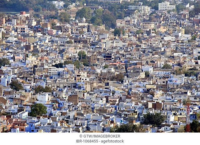 View over Udaipur, Rajasthan, India, South Asia