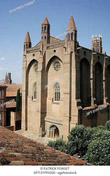 AUSTERE FACADE OF THE RED BRICK CHURCH WITH ITS TWO NAVES SURMOUNTED BY OCTAGONAL TURRETS, JACOBINS CONVENT, TOULOUSE, HAUTE-GARONNE 31, FRANCE