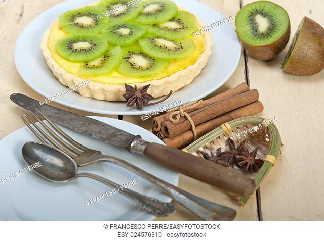 kiwi pie tart with lemon custard cream and spices