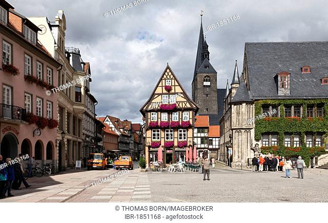 Quedlinburg market square with Town Hall, UNESCO World Heritage Site, eastern Harz, Saxony-Anhalt, Germany, Europe