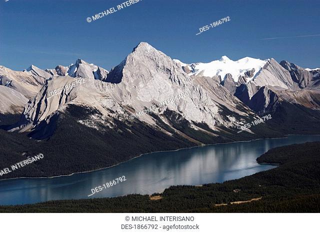 jasper national park, alberta, canada, maligne lake and mountains