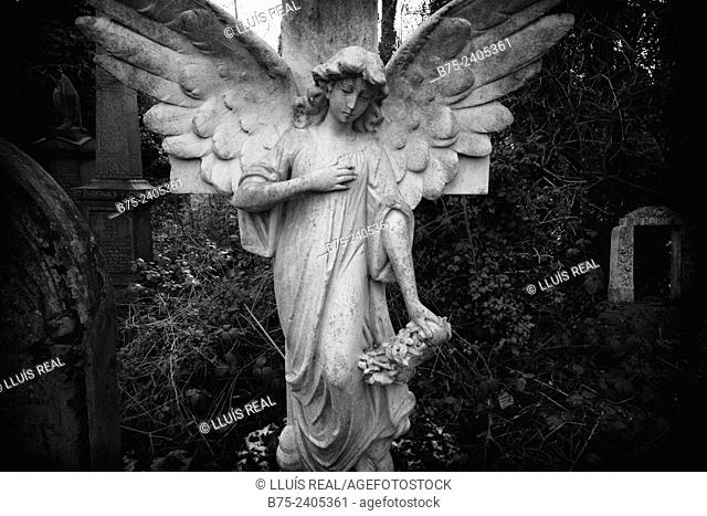 Funerary sculpture of an angel on a cemetery grave in Abney Park, Stoke Newington, London, England, UK, Europe