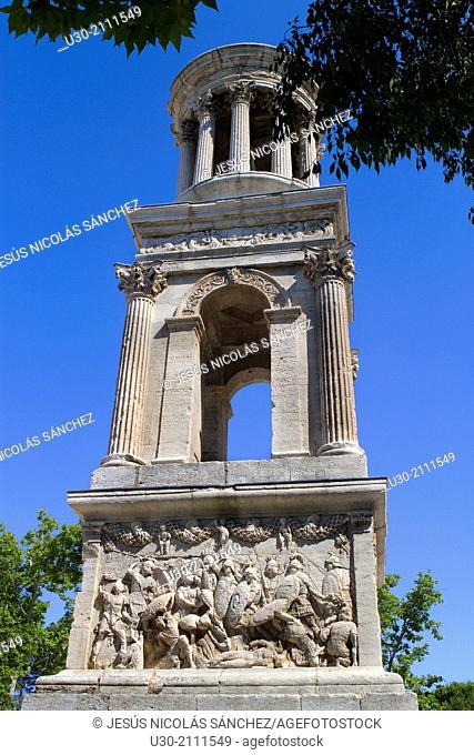 Cenotaph of Glanum, roman ruins in Saint-Remy-de-Provence, Arles district, Bouches-du-Rhône department, Provence-Alpes-Côte d'Azur region, France, Europe