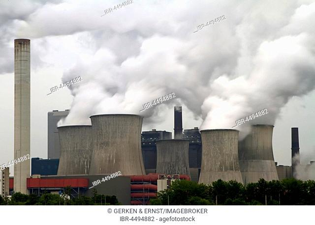 Power plant Niederaußen, fuming cooling towers, Germany