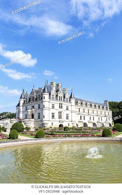 Fountain in the park of Chenonceau castle. Chenonceaux, Indre-et-Loire, France
