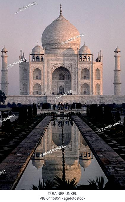 IND , INDIA : Taj Mahal in Agra , January 1990 - Agra, Uttar Pradesh, India, 15/01/1990
