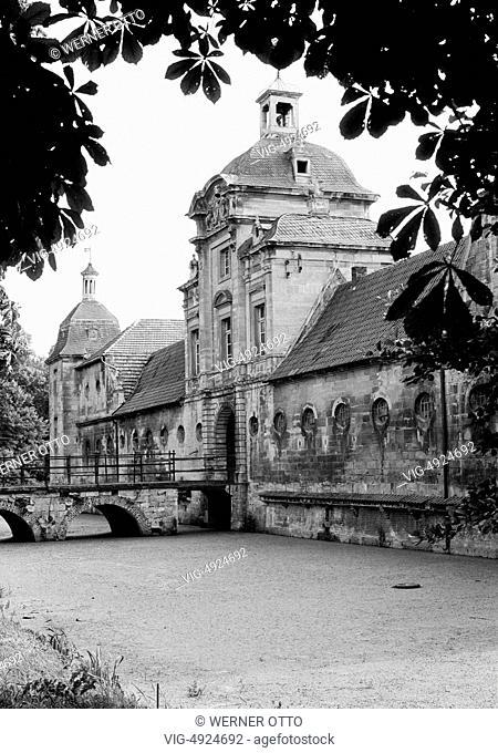 Seventies, D-Havixbeck, Baumberge, Muensterland, Westphalia, North Rhine-Westphalia, NRW, manor house Stapel, moated castle, gatehouse, water ditch