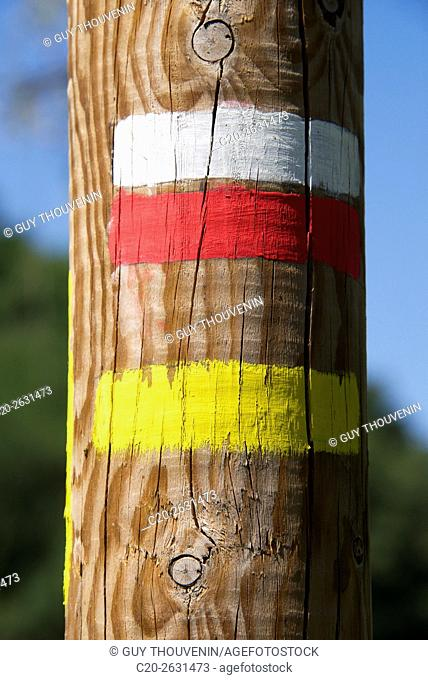 Pedestrian paint marks on wooden post, for hikers, 43, Auvergne, Haute Loire, France