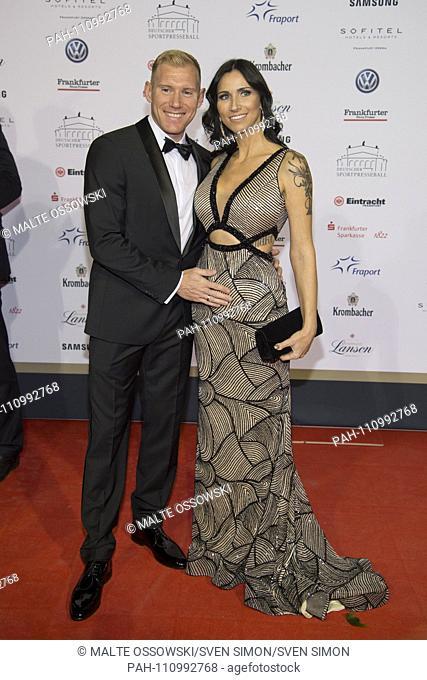 Artur ABELE; Zehnkaempfer, companion Susann EHMIG, red carpet, Red Carpet Show, 37th German sports press ball in the Alte Oper Frankfurt, 03.11.2018