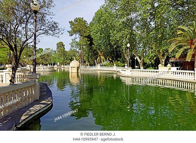 Town park, Placa d'Espanya, pond