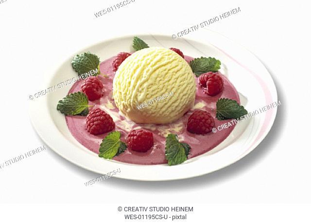 Ice cream Vanilla with raspberries
