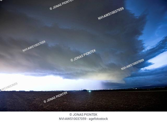 Huge updraft base of a HP supercell over Frankfurt on the Main, seen from Nieder-Eschbach, Hessia, Germany