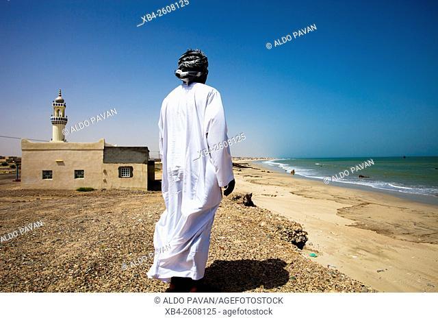 Oman, As Siwayh, Omani man looking at the coastline