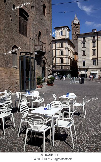 Italy, Emilia Romagna, Bologna, Piazza Maggiore, cafe