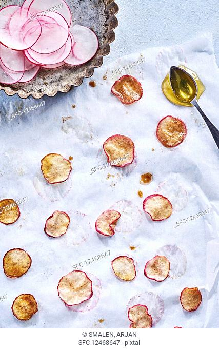Roasted slices of radishes with honeYes