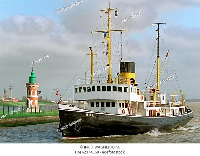 "The steam icebreaker """"Wal"""" happened after a Heligoland trip on 3 May 1998 the bell tower at the Kaiserschleuse in Bremerhaven"