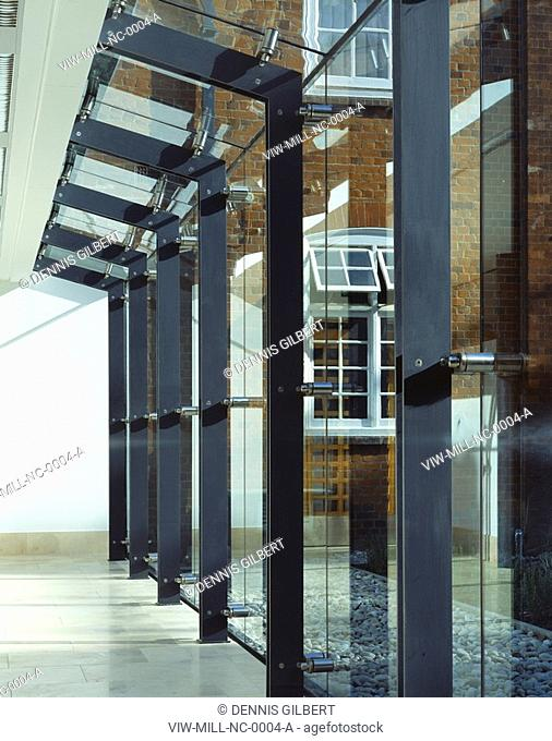 NEWNHAM COLLEGE LIBRARY, NEWNHAM COLLEGE, CAMBRIDGE, CAMBRIDGESHIRE, UK, JOHN MILLER & PARTNERS, INTERIOR, STEEL AND GLASS IN LINK