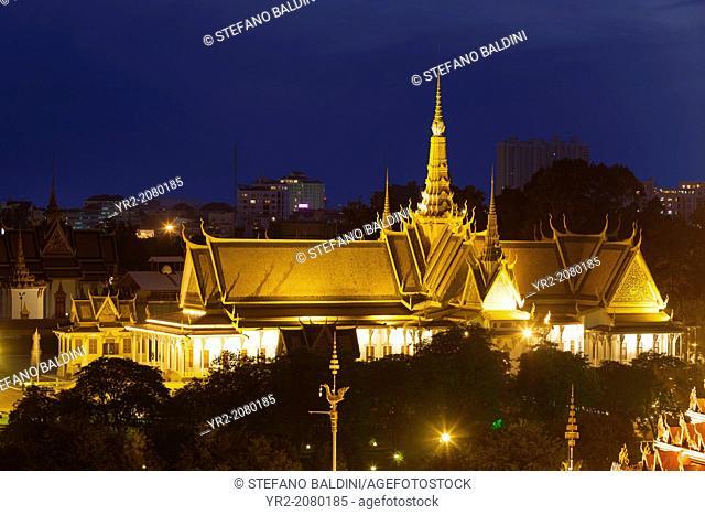 Royal palace at night, Phnom Penh, Cambodia