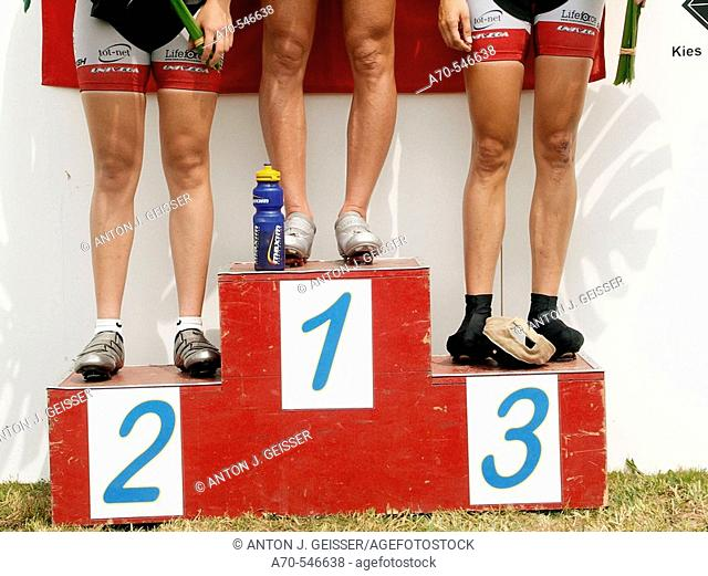 Female cycle racing, race winners