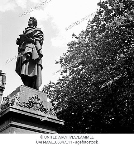 Schillerdenkmal auf dem Schillerplatz in Mainz, Deutschland 1930er Jahre. Schiller monument at Schillerplatz square in Mainz, Germany 1930s