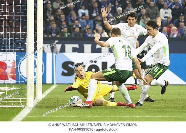 goalwart Jiri PAVLENKA l. (HB) sichert den Ball , left to right goalwart Jiri PAVLENKA (HB), Niklas MOISANDER (HB), Milos VELJKOVIC (HB), Thomas DELANEY (HB)