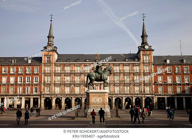 bronze statue of King Philip III at the center of the square Plaza Mayor, Madrid, Spain, Europe