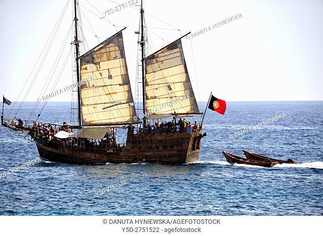 Santa Bernarda Pirate Ship - Portuguese touristic ship from Portimao seen from Praia dos Caneiros, Ferragudo, Lagos, Algarve, Portugal, Europe