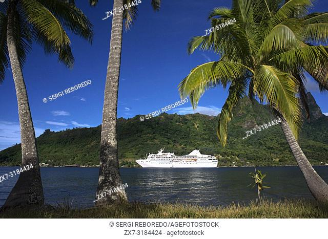 Paul Gauguin cruise anchored in Moorea, French Polynesia, Society Islands, South Pacific