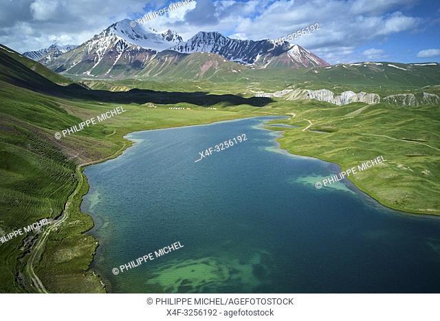 Kirghizistan, province de Osh, vallée d'Alaï, lac Tolpur au camp de base du Pic Lénine, vue aerienne / Kyrgyzstan, Osh province, Alaï valley, Tolpur lake