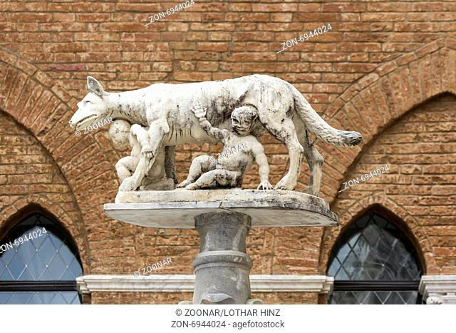 Siena, Statue of Wolf feeding Romulus and Remus